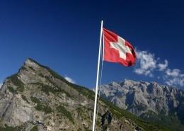 "alt=""Schweizer Flagge"" title=""© benjamin cabassot- Fotolia.com"""