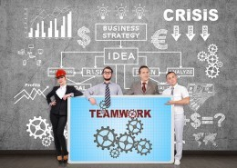 "alt=""Team präsentiert Teamwork-Plakat"" title=""© vetkit - Fotolia.com"""