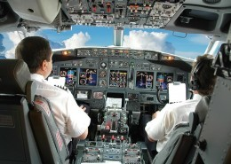 "alt=""Cockpit vom Flugzeug"" title=""© Carlos Santa Maria - Fotolia.com"""