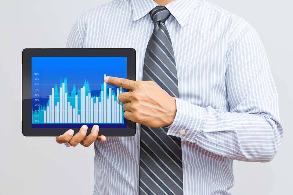 """alt=""""Tablet mit Statistik"""" title=""""© Warakorn - Fotolia.com"""""""