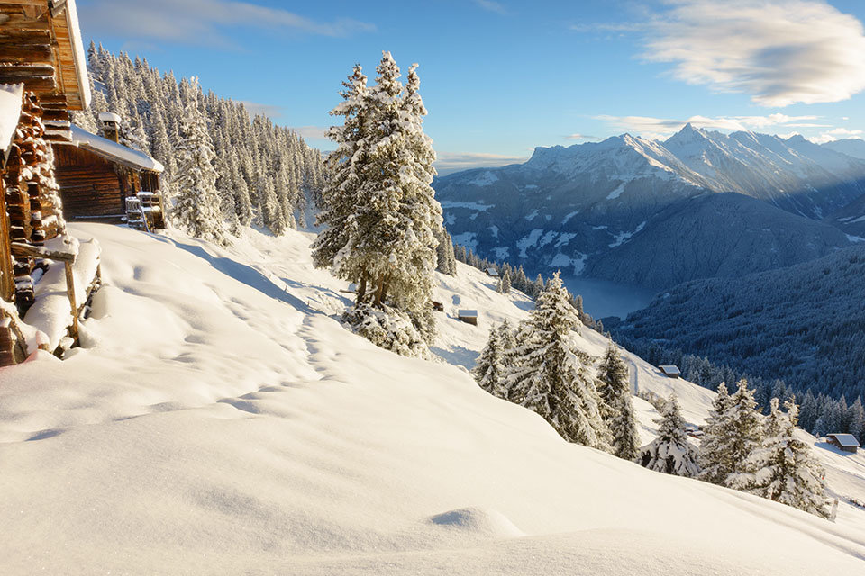 "alt=""Winterlandschaft"" title=""© by paul - fotolia.com"""