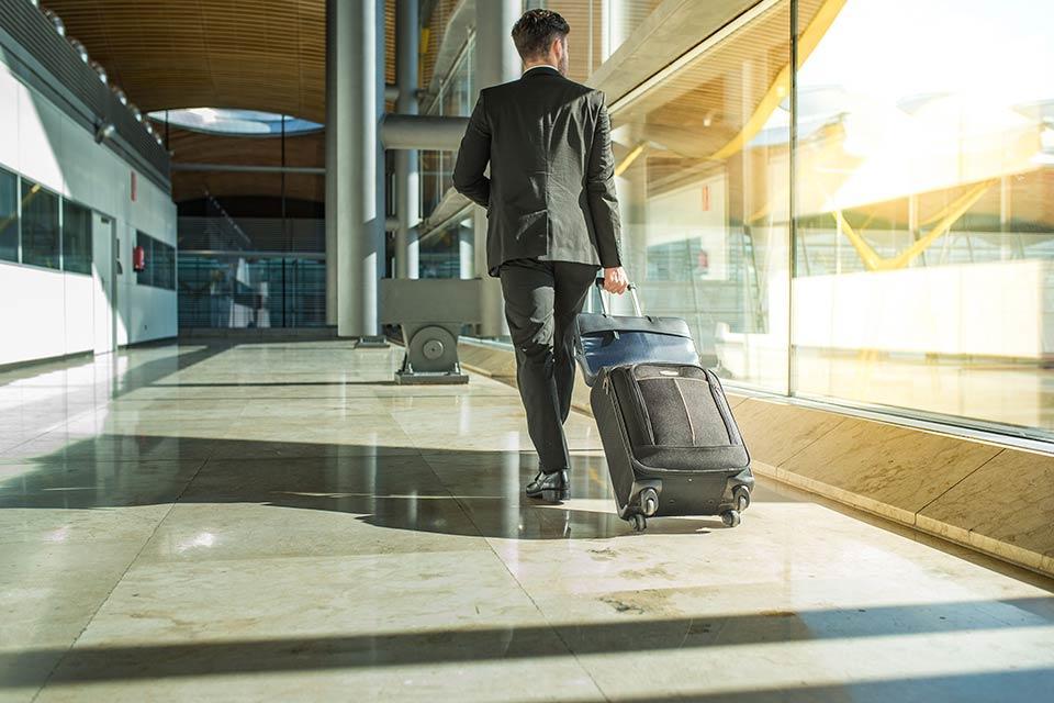 """alt=""""Airport"""" title=""""© DavidPrado - stock.adobe.com"""""""