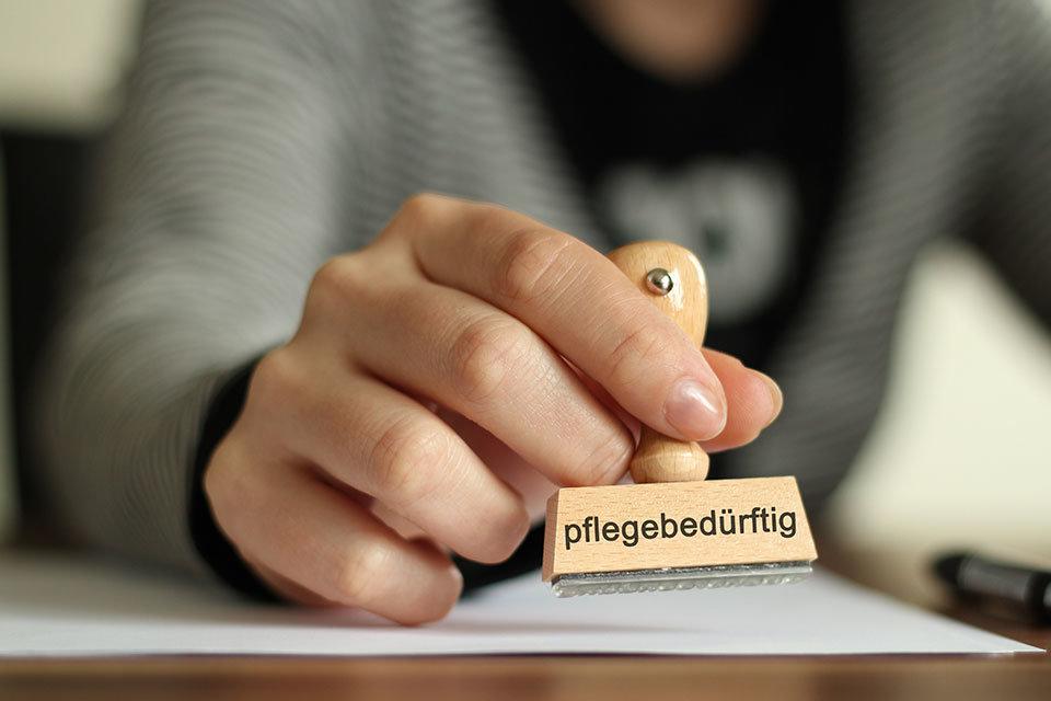 "alt=""Pflege"" title=""© S. Engels - stock.adobe.com"""