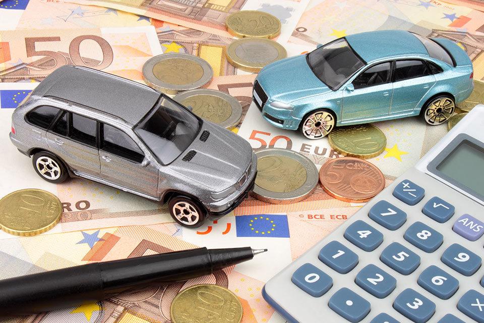 """alt=""""Autos und Geld"""" title=""""© spectrumblue - Fotolia.com"""""""