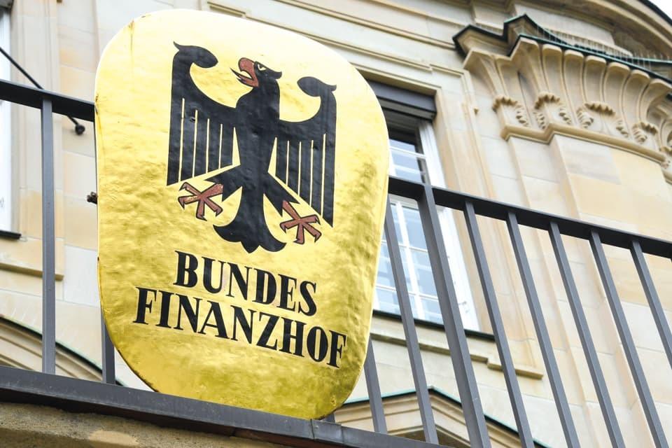 dr-kley_steuerberatung_urteile-des-bundesfinanzhofs_doppelbesteuerung-von-renten-und-aktienverluste_adobestock-360664041